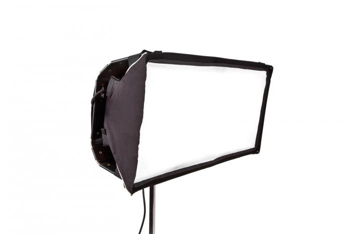 Select/Diva LED 30 Snapbag w/ Grid Cloth, Half
